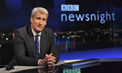 Photo of Jeremy Paxman behind his desk on the Newsnight show